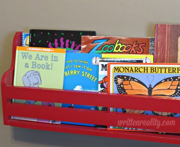 dig-picture-book-shelf