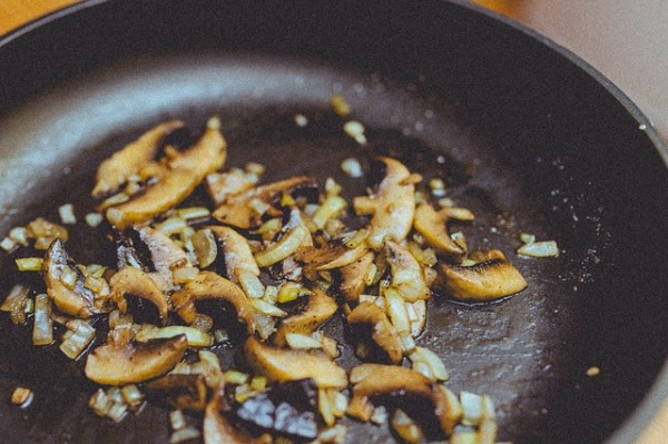 10 Reasons to try cooking in a cast iron skillet