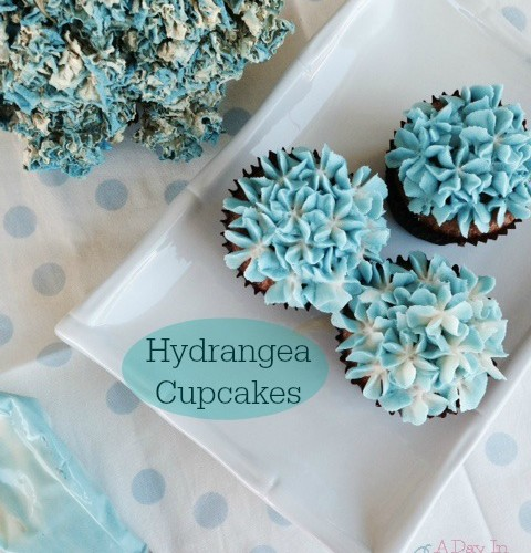 Here's How to Make Hydrangea Cupcakes -EASY