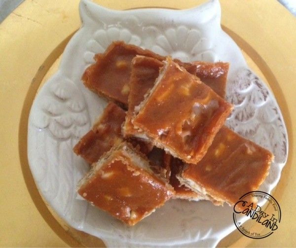 Pumpkin-Spice-Magic-Bars-on-Owl-Plate
