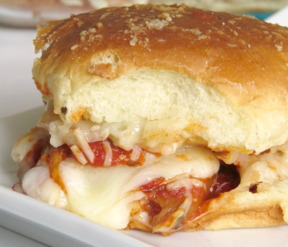 chicken-parmesan-sliders-2