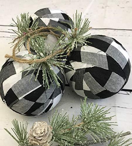 Buffalo Check Christmas Tree Decor.Buffalo Check Christmas Decorations Written Reality